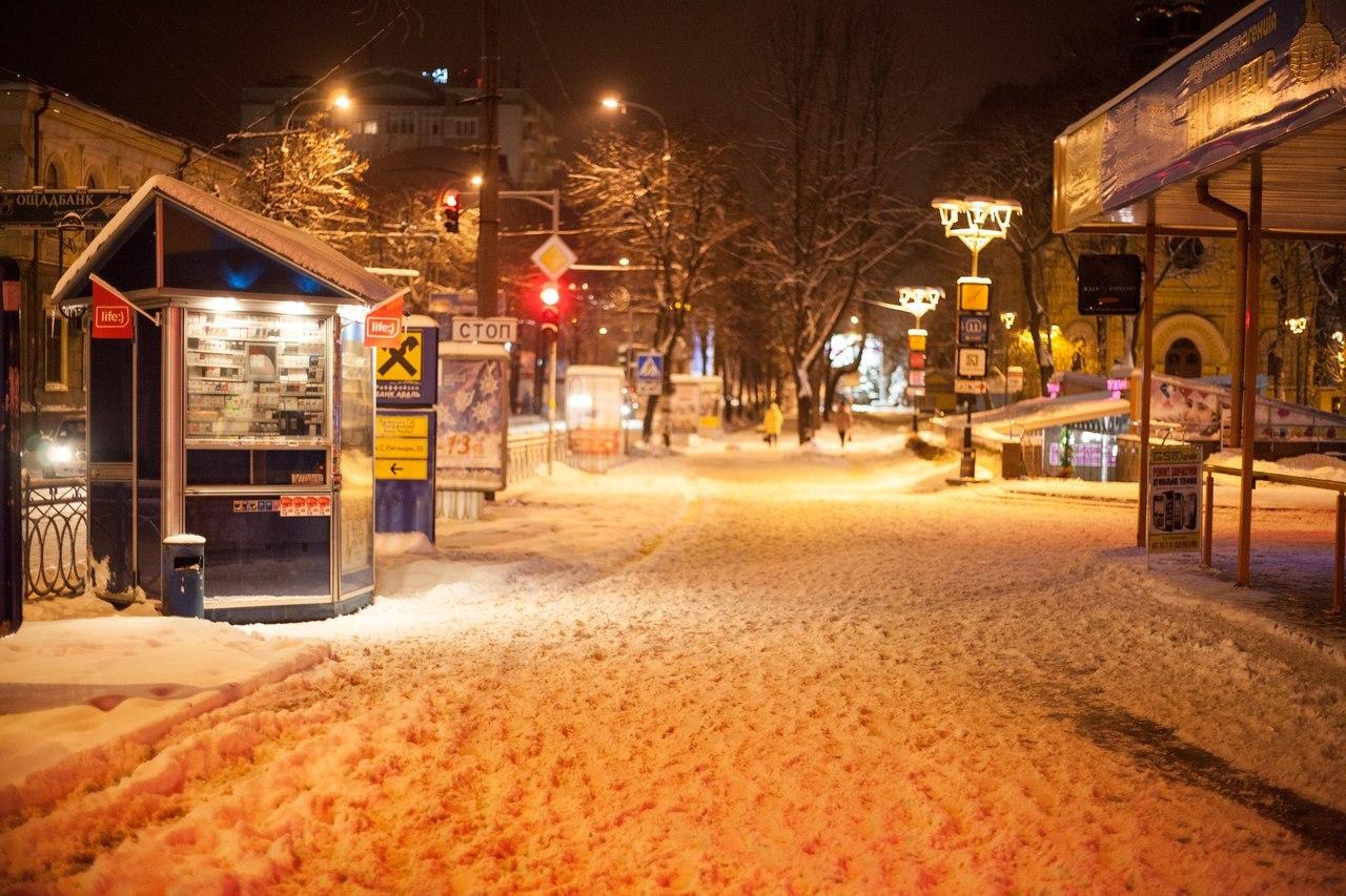 Сніг. Рівне. Злата Плаза. Майдан Короленка.