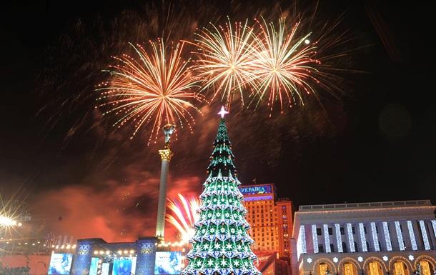 Розпочалося встановлення головної новорічної ялинки країни